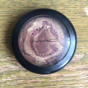 MAC Mineralize Skin Finish in Earthshine